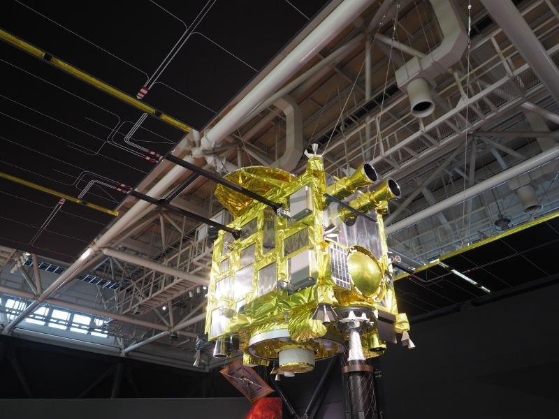 かかみがはら航空宇宙博物館 小惑星探査機「はやぶさ2」(1/1模型)