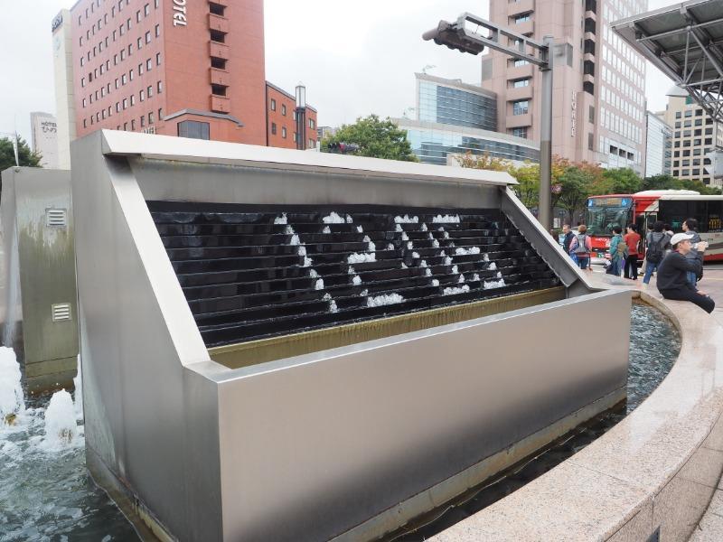 金沢駅 東口(兼六園口)噴水時計(12:05)
