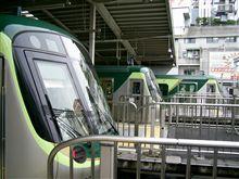 東急の新型電車...