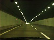 トンネル内の照明。