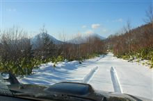 雪中林道 ニセコへ・・