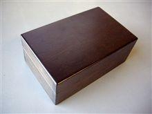 黒透かし色の箱
