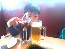 でっかいコーラとちっちゃいビール