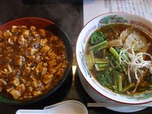 笑園の麻婆豆腐丼とラーメン。