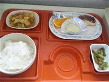 今日の昼飯(-_-#)