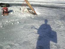 早朝の氷上で聞こえるのは