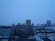 おはようございます、ラス1の日曜、仕事日和な天気です