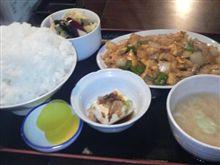今日のお昼、正油ラーメン…ではなく、マンスリースープカリー…でもなく…日替り中華。