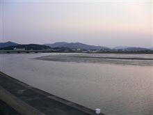 伊勢神宮を流れる五十鈴川は、満ち引きする