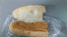隣のパン屋は
