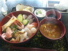 今日は海鮮丼(上)