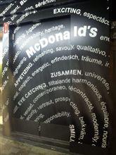 麻布十番の黒いマクドナルドでビックマック!