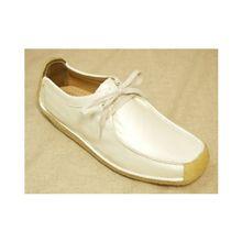 靴:クラークスのナタリー(白)