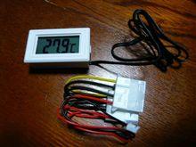 体重測定と温度計。