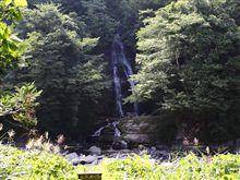 滝にたどり着けず滝を見る