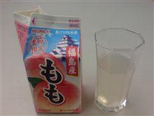 桃ジュースのテイスティング。