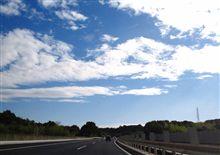 週末の高速道路は…