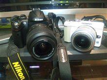 黒と白のカメラ