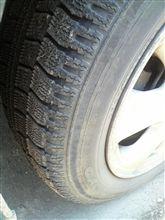 そういえばタイヤは…スタッドレス結構減ってるっ!