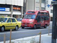 大阪日本橋を走る、ルノーのバス
