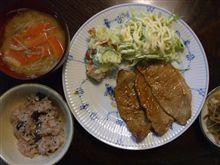 豚ロース薄切りの生姜焼き+ポテサラ+きゃべつ千切り。