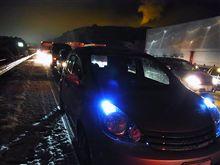 高速道路:雪→事故→積雪通行止め→大渋滞 (ーー;)