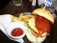 お昼にハンバーガー♪