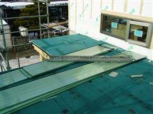 屋根施工。