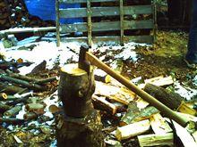 大変です!ストーブ小屋の薪が・・・・足りない・・・
