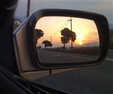 ミラーに写る夕陽