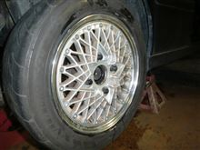 タイヤ交換したとたんまた雪。
