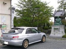 石田三成像の前で・・