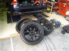 タイヤ2本に釘3本