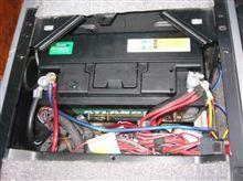 バッテリー交換から始まる闇世界への第一歩。