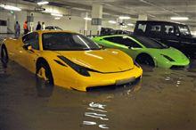 とある国の地下駐車場。