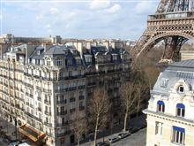 ホテルの窓辺から Champ de Mars
