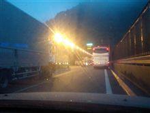横転事故(東名高速鮎沢PA先)