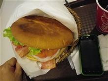 お昼は佐世保バーガー(ジャンボサイズ)を食べました(^O^)/
