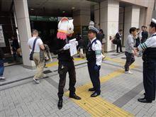 『魔法少女まどか☆マギカ』リアルQB、街頭で警察に職質されるの巻