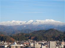 お山も雪化粧