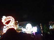 夜のパレード。