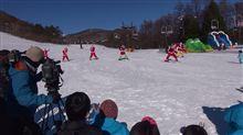サンタがスキーでやってきた! 草津国際スキー場