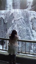 姫は袋田の滝を見てるのだ♪