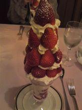 メインデザートの苺パフェww