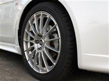 タイヤ組替えとディラーの展示車