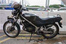 シンガポールで見たスズキの2ストバイク Γ か?