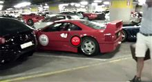 140台のフェラーリが密集した地下駐車場に潜入してみた動画