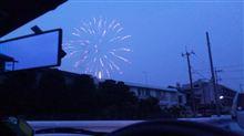花火と車と