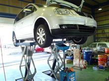 メンテナンスは大事 VW  トゥーラン エンジンオイル交換 FUCHS 5W40