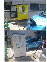 箱根町庁舎での充電。充電器が2つに増えてました。